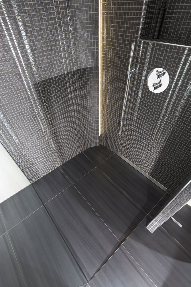wedi fundo riolito discreto the attractive wall drain in a first class designleaking shower. Black Bedroom Furniture Sets. Home Design Ideas
