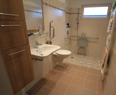 Particuliere, voor rolstoel geschikte badkamer (Fundo Primo, bouwplaat)