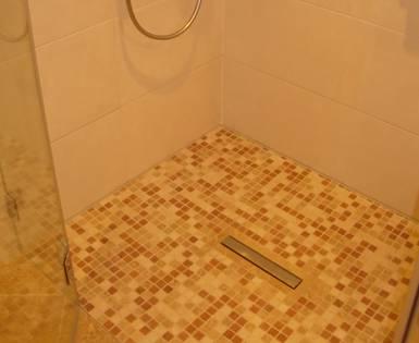 Privates Bad mit bodengleicher Dusch, Berlin (Fundo Riofino)